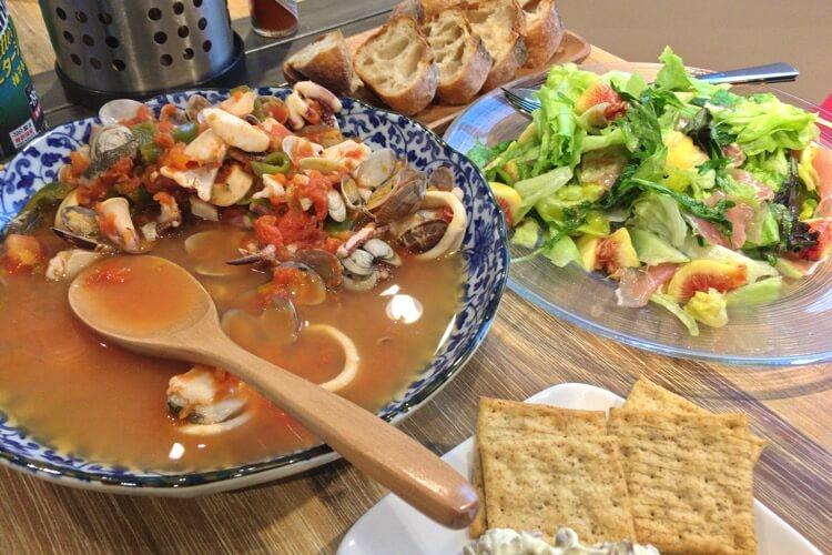 魚介スープ煮込み サラダ