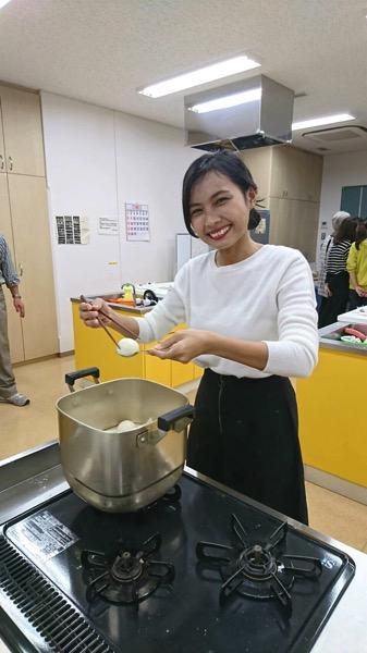 和菓子を作る嫁