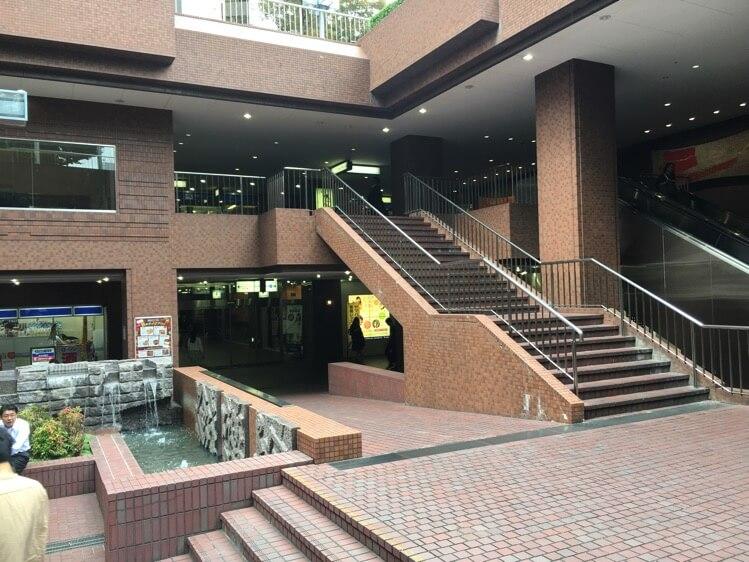 ビルの中地下1階