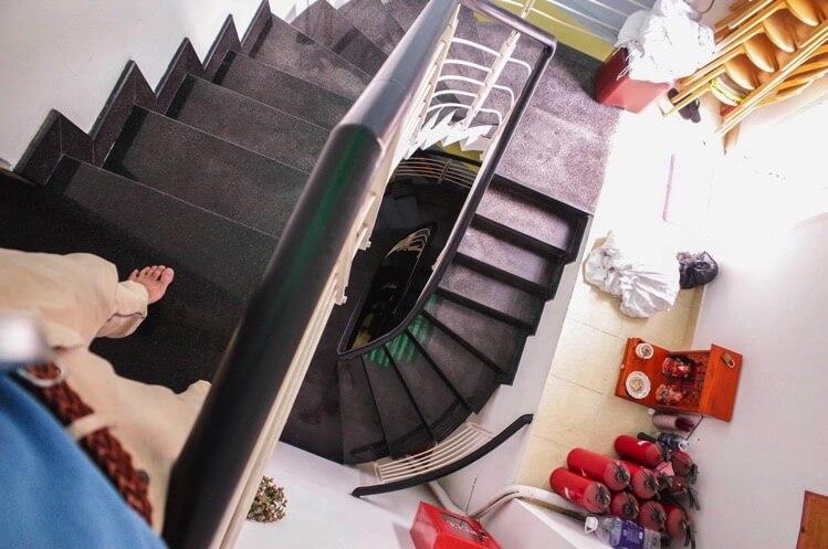 コイ 2(Khoi 2)(旧名 ハローハウス) 階段
