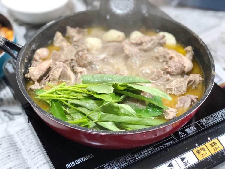鍋に野菜追加
