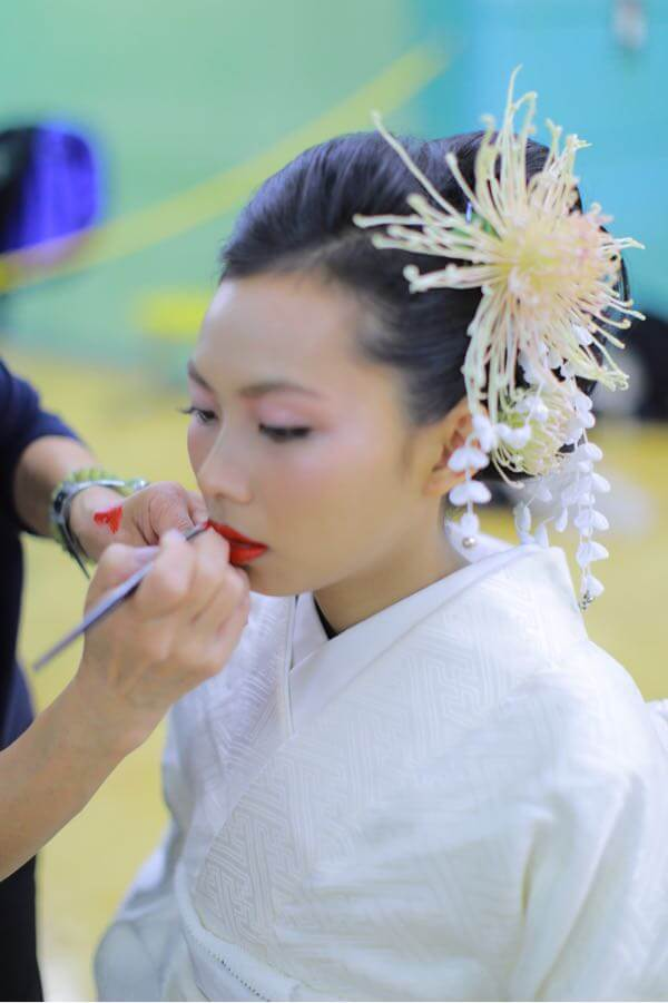 嫁の化粧中