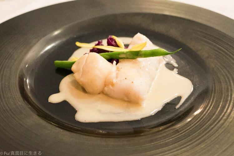 魚料理 本日の白身魚とホタテ貝の一皿