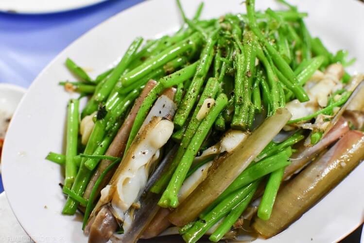 空芯菜と貝の炒め物