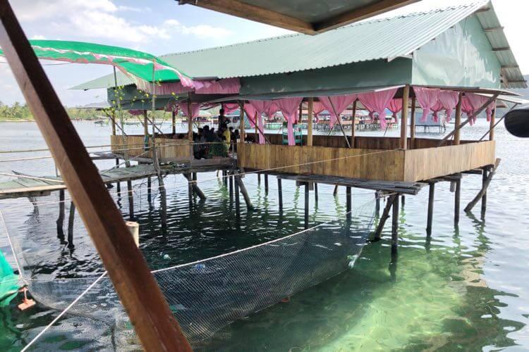 海に浮かぶレストラン