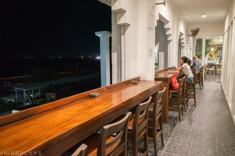 ビーチが見えるレストラン