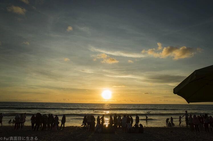 夕日が沈むビーチ