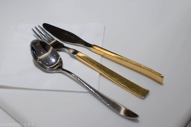 金のナイフとフォーク
