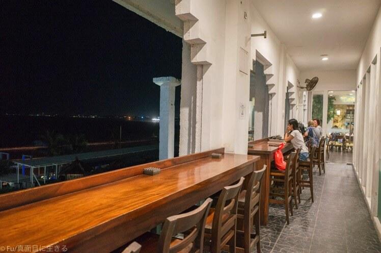 バリ島 Celsius Cafe & Grill ディスカバリーショッピングモール内のレストラン クタビーチの眺めが最高