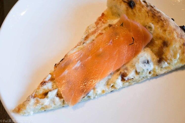 刺身乗せピザ