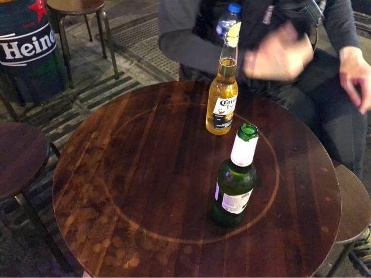 外でビール