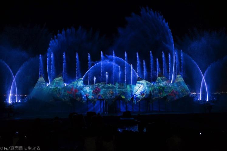 水と光の幻想的な演出