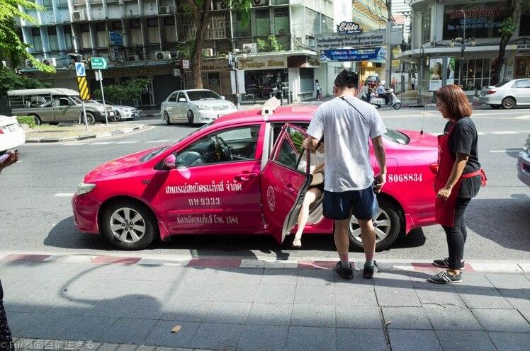 タクシーで直接来るお客さん
