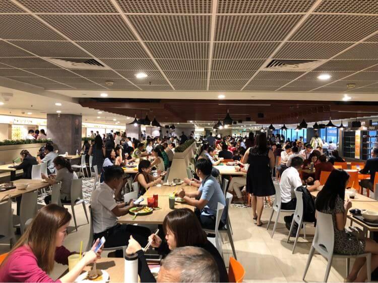 空港の食堂