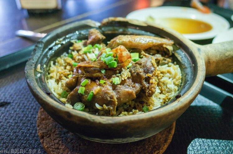 フードコートの土鍋飯