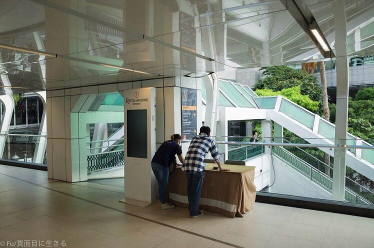 インターコンチネンタル前の階段