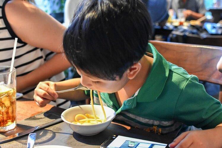 パスタを美味しそうに食べる甥っ子