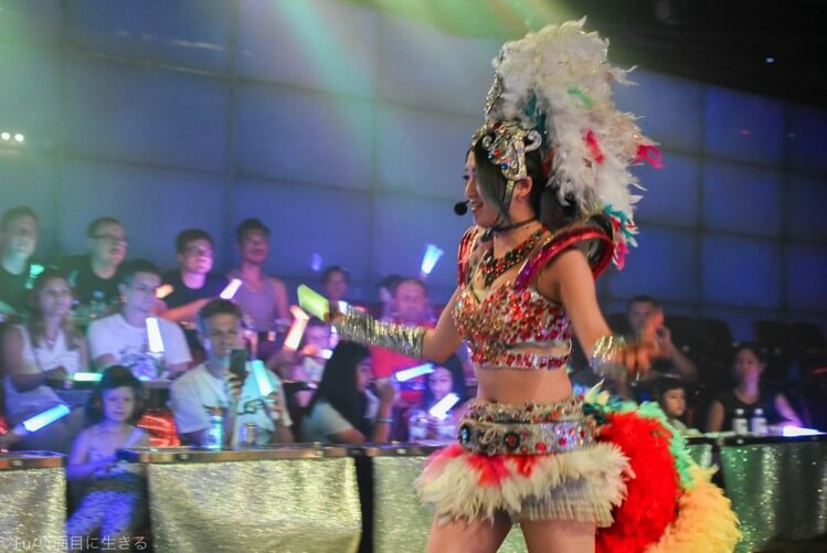 ロボットレストラン 女性ダンサー