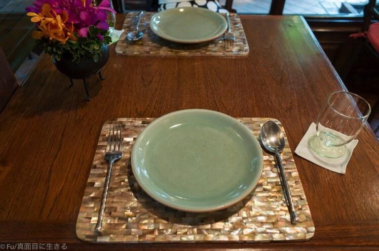 テーブルの食器