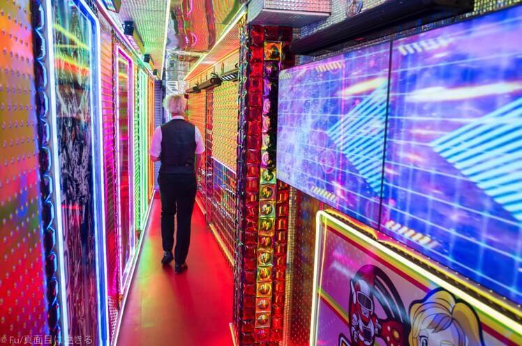 ロボットレストラン 廊下