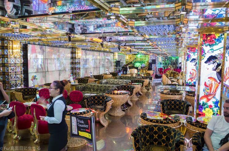 ロボットレストラン 3階待合室