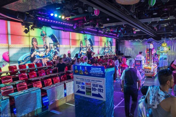 ロボットレストラン  地下2階のショー開場