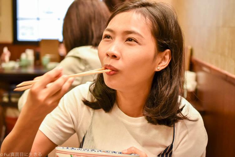 浅草今半 東京グランルーフ店  幸せそうに食べる嫁