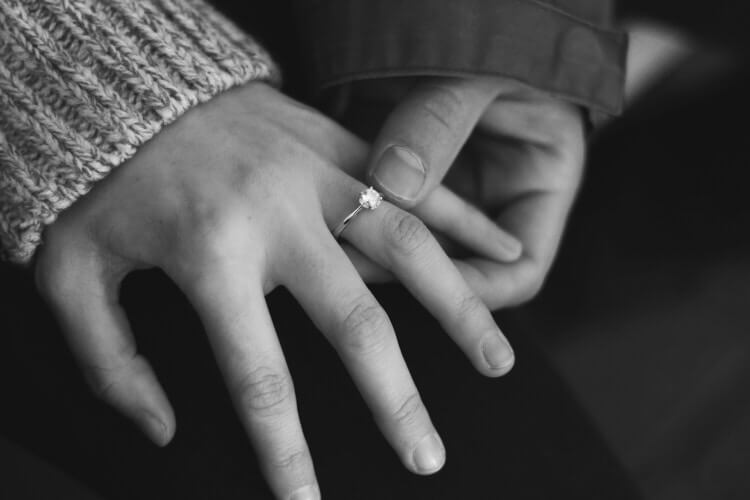【ベトナム人女性へのプロポーズ】婚約指輪は必要? 指輪がないと失敗する?