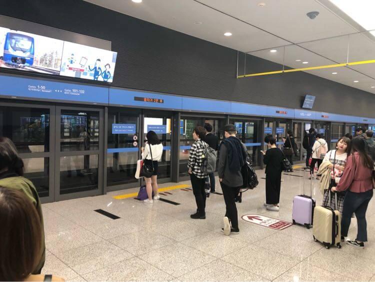 仁川空港内の電車