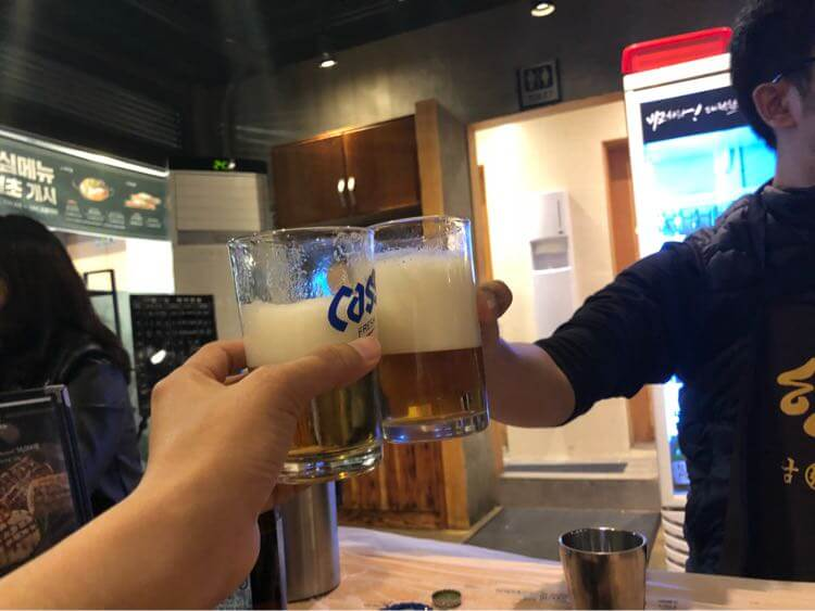 河南テジチッ 明洞1号店で乾杯