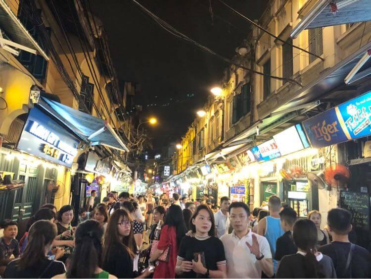 ターイエン通りの人混み