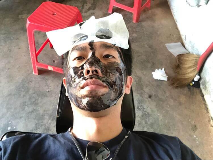 顔パック塗り塗り