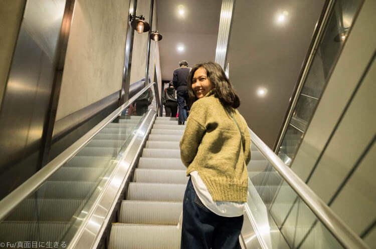 ペインターズ HERO エスカレーターで5階へ
