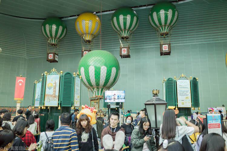 ソウル ロッテワールド 風船飛行に並ぶ