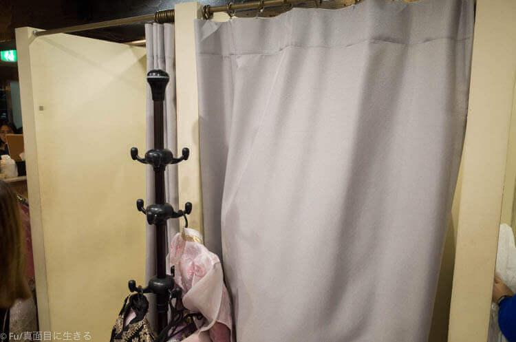 ソウル・景福宮で韓服(ハンボッ・チマチョゴリ)レンタル 試着室