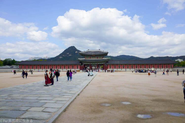 ソウル・景福宮で韓服(ハンボッ・チマチョゴリ)レンタル ギョンボックンの中