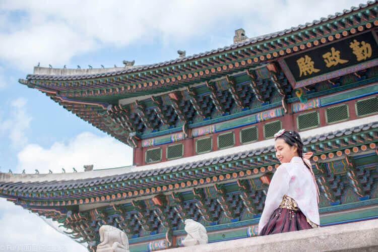 ソウル・景福宮で韓服(ハンボッ・チマチョゴリ)レンタル 角度を変えて撮影