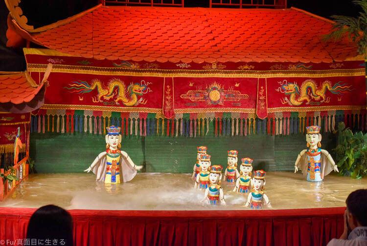 ホーチミン ロンヴァン水上人形劇場 踊りのフォーメーション