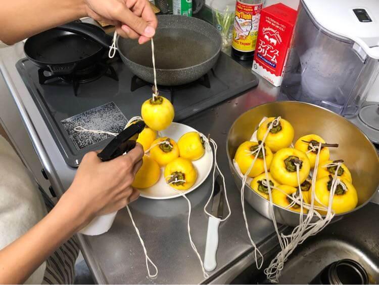 干し柿に日本酒をかける