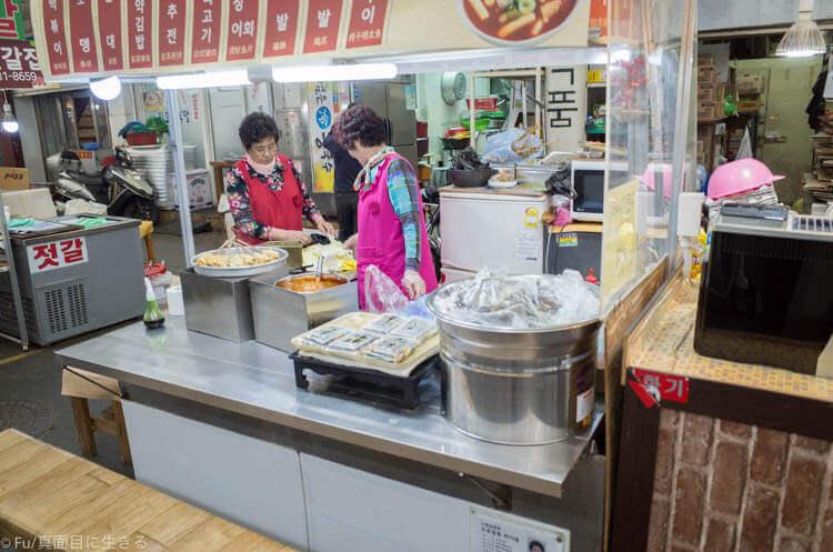 ヒュンダイ レジデンス ソウル 市場で食事