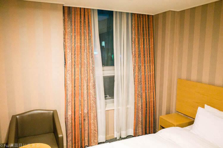 Hotel Atrium (ホテル アトリウム) 窓
