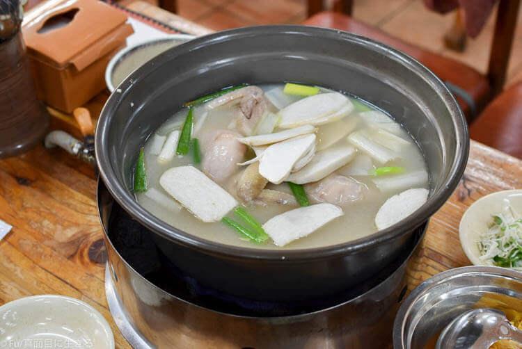 元祖ウォンハルメ ソムンナン タッカンマリ 運ばれてきた鍋