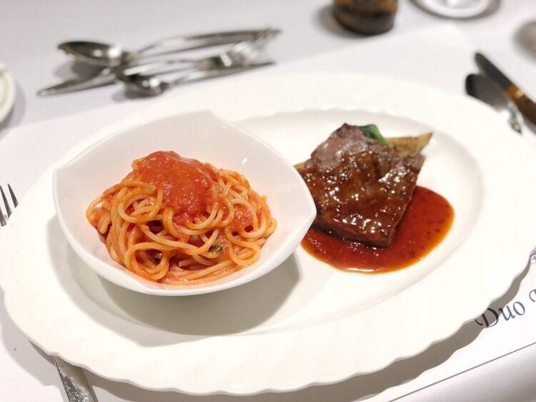 パスタと肉