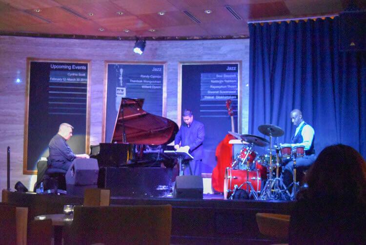 シェラトングランド・スクンヴィットのジャズバー Living Room(リビングルーム)で生演奏を楽しんだ