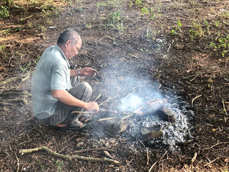 お義父さんは魚を焼く