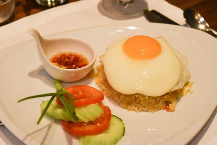 KHAI JIEW FUU GROB(タイ風の卵焼きとご飯)