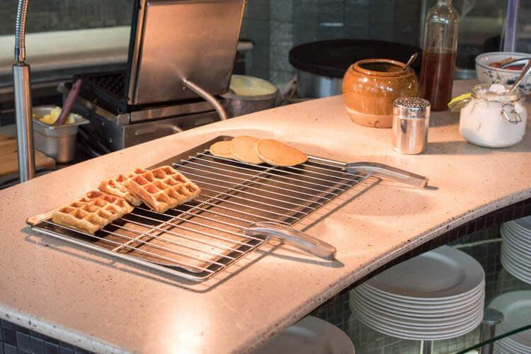 ホーチミン ニューワールド サイゴン ホテルの朝食ブュッフェ ワッフル、パンケーキ