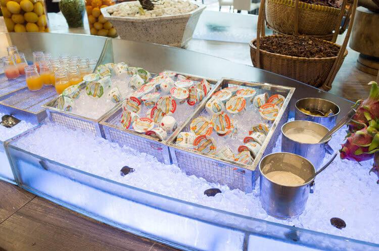 ホーチミン ニューワールド サイゴン ホテルの朝食ブュッフェ デザートのヨーグルト