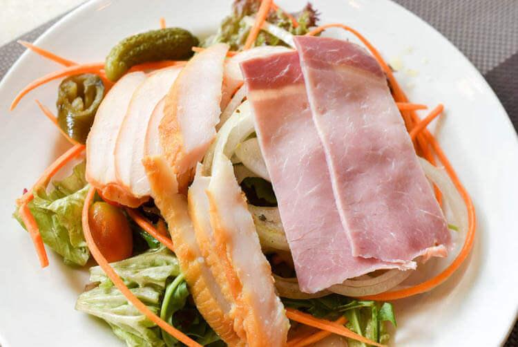 ホーチミン ニューワールド サイゴン ホテルの朝食ブュッフェ サラダ盛り
