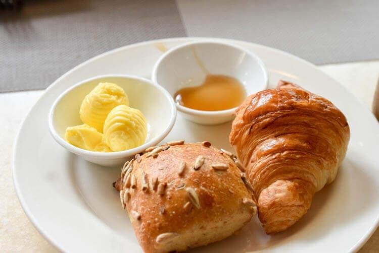 ホーチミン ニューワールド サイゴン ホテルの朝食ブュッフェ クロワッサン